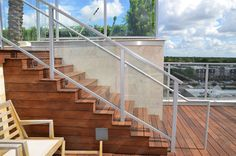 Deck railing design especially made of aluminum along with balcony has modern and durable value as one of deck railing design ideas in contemporary home. Building Deck Railing, Metal Deck Railing, Deck Railing Systems, Glass Railing System, Deck Railing Design, Balcony Railing, Traditional Home Decorating, Wood Deck Designs, Aluminum Decking