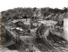 Demolição do Morro do Castelo Quarteirão que hoje é ocupado pelo Edificio Gustavo Capanema Agosto de 1922