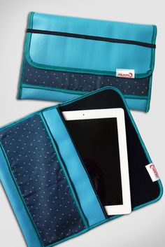 iPad Tasche - jetzt auch in Blau Continental Wallet, Design, Products, Fashion, Unique Bags, Good Mood, Guys, Blue, Moda