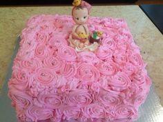 Pastel baby shower rosetones y bebe modelado