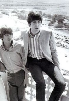 Are your Favorite Beatles Paul McCartney and George Harrison? This is the place for you! Just pics. Beatles Love, Beatles Photos, Great Bands, Cool Bands, The Ed Sullivan Show, Sir Paul, Rock And Roll Bands, The Fab Four, Ringo Starr