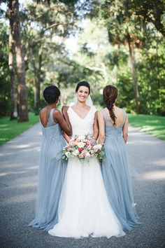 Elegant Lowcountry Wedding Inspiration at Montage Palmetto Bluff in Bluffton, South Carolina - The Celebration Society Long Bridal Hair, Bridal Hair And Makeup, Bridal Beauty, Wedding Photography Poses, Wedding Poses, Wedding Ideas, Elegant Wedding, Floral Wedding, Indoor Wedding Ceremonies