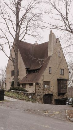 wanderingnewyork:    A house in Fieldston the Bronx.