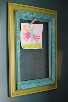 Kid's Artwork Frame- on chalkboard wall Projects For Kids, Craft Projects, Craft Ideas, Cute Crafts, Diy Crafts, Artwork Display, Kids Artwork, Diy Frame, Kids Decor