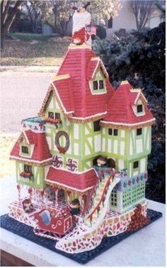 Very creative and fun Gingerbread display by Susan Palmer. Visit www.ultimategingerbread.com for patterns, recipes, photos and contests.