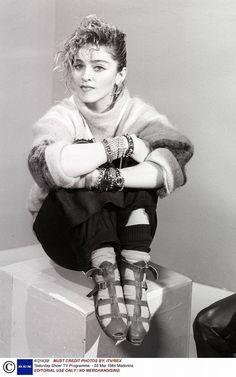 パンキッシュな小物使いにアテンション!|【FASHION ICON】 vol.20 マドンナに学ぶ'80sファッション|エル・ガール・オンライン
