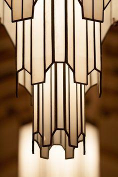 Art deco lamp: iconic shape echoed in other art deco lamps including Frankart Mo. - Art deco lamp: iconic shape echoed in other art deco lamps including Frankart Moderne - Estilo Art Deco, Arte Art Deco, Motif Art Deco, Art Deco Design, Art Deco Style, Design Room, Art Deco Chandelier, Art Deco Lighting, Chandelier Ideas