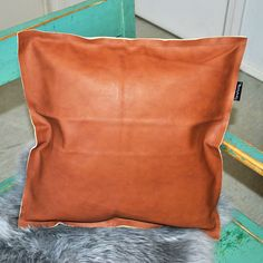 Nahkatyynyt! Vihdoin! #leather #leathercushion #nahkatyyny Messenger Bag, Satchel, Throw Pillows, Leather, Bags, Handbags, Toss Pillows, Cushions, Decorative Pillows