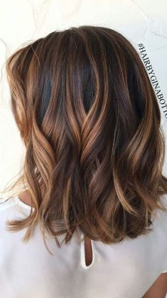 fall hair color for brunettes Short Chocolate Brown Hair Color Ideas Tell me who does not love these chocolate brown hair colors? Due to its naturality, 35 short chocolate brown hair color ideas are the most preferred hair colors. Brown Hair Balayage, Hair Color Balayage, Balayage Hair Brunette Medium, Brunette Hair Chocolate Caramel Balayage, Haircolor, Blonde Balayage, Carmel Blonde Hair, Caramel Blonde, Caramel Brown