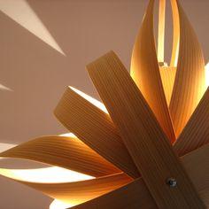 WAPPAランプ SHURIKEN 45150yen 秋田杉を使い、伝統工芸の技法を用いた逸品