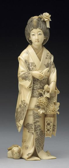 Avorio ivory okimono of a beauty Meiji Period, Signed Ryuho