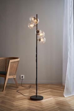 GYLLENHEIM GYLLENHEIM FLOOR gulvlampe - Svart - Belysning - Jotex.no Home Living Room, Flooring, Lighting, Glass, Home Decor, Living Room, Pedestal, Decoration Home, Light Fixtures