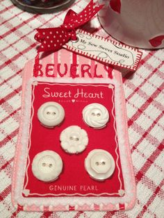My Sew Sweet Studio Name tag using Pam Kitty Love Button Card Fabric and Vintage Buttons. Link to tutorial Quilting Tutorials, Quilting Projects, Sewing Projects, Small Quilts, Mini Quilts, Button Cards, Button Button, Name Tag Lanyards, Strawberry Patch
