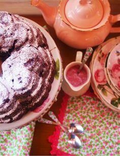 Desirvientadas: Red Wine, Chocolate & Cherry Bundt Cake