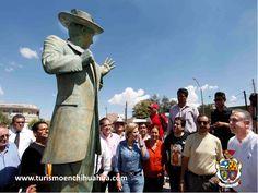 """Como homenaje al comediante Germán Valdés """"Tin Tan"""", existe en Ciudad Juárez una plaza pública donde se admira una estatua con la vestimenta del Pachuco, se encuentra a un costado del Mercado Juárez, dedicado en su mayoría a la venta de comida típica mexicana y artesanías de todo el país ubicado sobre la avenida 16 de Septiembre, la principal en la zona centro de esta frontera. #visitaciudadjuárez"""