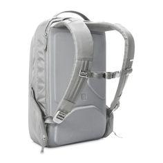 Ergonomic back panel and robust shoulder straps offer superior comfort.