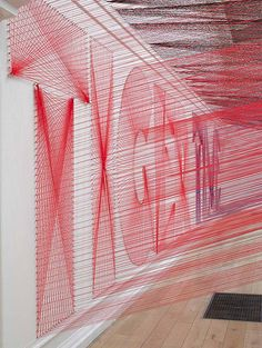 Californian artist Pae White at Peckham's South London Gallery with an installation made up of a 48 kilometre network of threads. Typography where art and design cross over to create typographic art installation Decoration Design, Design Art, Wm Logo, Atelier Theme, Instalation Art, Textiles, Thread Art, Poster S, Environmental Design