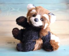 Rasti Red Panda By Evgeniya Che - Height 28,5 cmSitting Height 22 cmTail 18 cm Baby Rasti made of German plush and alpaca.Long pile allows to make styling and emotions as you likePaws to pin connection, reinforced. (Shaped and rotate 360 °).Inside installed skeleton, which allows take diff...