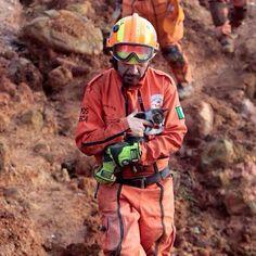 Los Topos rescatando también animales en La Pintada