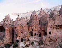 Watch: Inside the caves of Cappadocia in Uchisar and Göreme, Turkey  http://destinations-for-travelers.blogspot.com.br/2014/11/capadocia-turquia.html