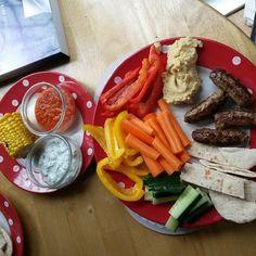 Slimming World recipes: Houmous, Tzatzki & tomato and red pepper dips Slimming World Syns, Slimming World Recipes, Red Pepper Dip, Pitta, Tzatziki, Red Peppers, Dips, Healthy Eating, Vegetarian