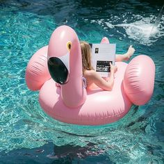 Pool Floats for adults have become a summer essential. This pink flamingo pool float is making us dream of summer pool parties. Giant Pool Floats, Cool Pool Floats, Flamingo Pool, Pink Flamingos, Flamingo Inflatable, Flamingo Party, Giant Inflatable, Summer Pool Party, Summer Parties