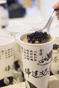 台湾のおすすめドリンクスタンド9軒。 バラエティ豊かなお茶に南国フルーツ…台湾ならではのドリンクを楽しむならここ! - Peachy(ピーチィ) - ライブドアニュース Snack Recipes, Snacks, Looks Yummy, Bubble Tea, Taipei, Chocolate Desserts, Japanese Food, Asian Recipes, Nom Nom