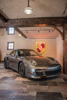 In the garage you keep things that you do not use everyday or things that you want to dispose of later on. Garage House, Dream Garage, Car Garage, Garage Floor Paint, Garage Flooring, Porche Car, Workshop Architecture, Carriage Style Garage Doors, Garage Storage Solutions