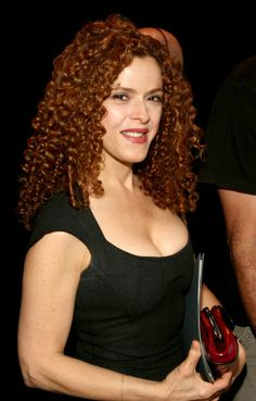 Curled Hairstyles, Easy Hairstyles, Actrices Sexy, Bernadette Peters, Pin Up Girl Vintage, Celebrity Beauty, Sexy Older Women, Beautiful Redhead, Strawberry Blonde