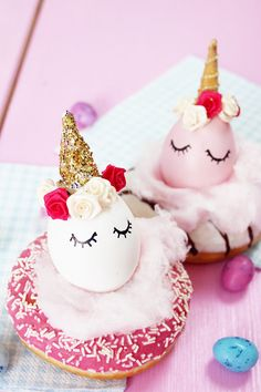 Make DIY unicorn Easter eggs yourself and decorate donut creatively as Easter basket Love Cupcakes, Love Cake, Donut Recipes, Fruit Recipes, Rainbow Parties, Easter Baskets, Happy Easter, Amazing Cakes, Easter Eggs