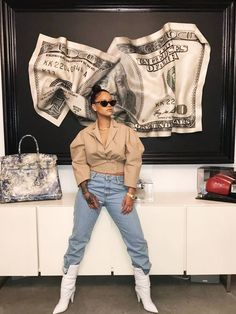 Rihanna Off-White Spring 2018 beige jacket, straight jeans and padded white boots Mode Rihanna, Rihanna Riri, Rihanna Style, Rihanna Casual, Rihanna Fashion, Fashion Moda, Look Fashion, Fashion Outfits, Womens Fashion