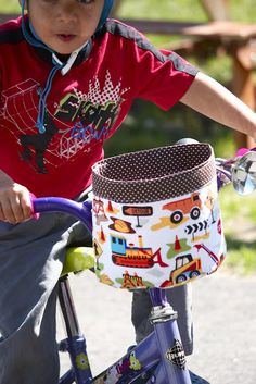 Zaaberry: Bike Bucket for a Boy Bicycle Basket, Kids Bicycle, Bicycle Bag, Bike Baskets, Bag Pattern Free, Bag Patterns To Sew, Craft Kits For Kids, Sewing For Kids, Sewing Ideas