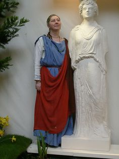 Undertunic, Stola, and Palla. Historical Costume, Historical Clothing, British Clothing, Ancient Roman Clothing, Roman Dress, Roman Clothes, Roman Era, Roman Fashion, Ancient Rome