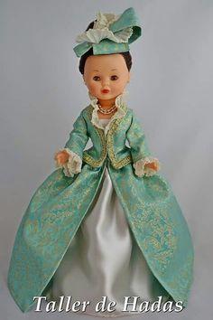 Nancy. vestido de época. Girl Doll Clothes, Girl Dolls, Vestidos Nancy, 1700s Dresses, Nancy Doll, Dress Anak, America Girl, Wellie Wishers, Barbie I