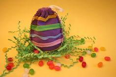 kleine Ostergeschenke selbstgemacht-tüte eiförmig-bunt