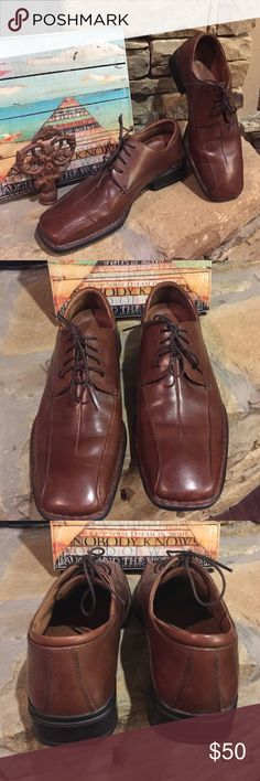 Men's brown Rockport dress shoes Size 8 brown lace up Rockport dress shoes. Leather upper and leather lining. My fiancé says they are comfortable. Only worn a few times. Rockport Shoes Oxfords & Derbys