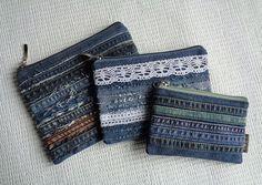 Denim Makeup Bags Pouch Rock Grunge Distressed by Buki .- Denim Make-up Taschen Beutel Rock Grunge Distressed von BukiBuki Denim Makeup Bags Pouch Rock Grunge Distressed by BukiBuki - Jean Crafts, Denim Crafts, Zipper Bags, Zipper Pouch, Grunge Jeans, Denim Purse, Denim Ideas, Old Jeans, Handmade Bags