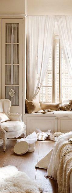 Landhausmöbel in Weiß geben Ihrem Schlafzimmer einen charmanten Look!