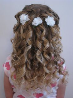 Communion hairstyles for DIY: festive hairstyles for girls - Kommunion - Girls Hairdos, Cute Little Girl Hairstyles, Flower Girl Hairstyles, Updos For Little Girls, Little Girl Curly Hair, Curly Girl, Communion Hairstyles, Dance Hairstyles, Formal Hairstyles