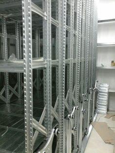 Montaje de estanterias sobre bases moviles en Tenerife Industrial, Tenerife, Ladder, Filing Cabinets, Stairway, Industrial Music, Teneriffe, Ladders, Stairs