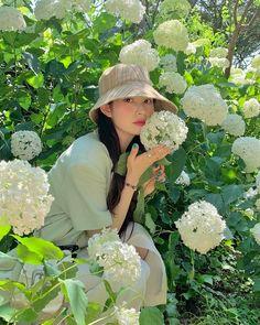 Korean Fashion Dress, Kpop Fashion Outfits, Fashion Dresses, Girl Korea, Girls With Flowers, Cute Korean Girl, Ulzzang Girl, Crochet Hats, Poses