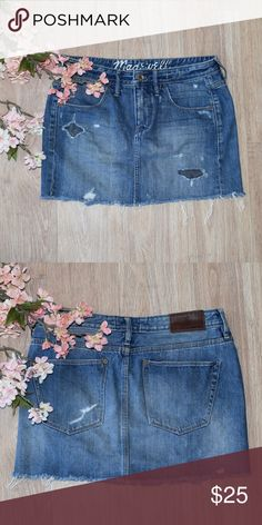 Madewell Denim Mini Skirt Pre-loved but flawless  This is a MUST have skirt! So stinkin cute and fits super comfy! Also super duper flattering!! Size 27 waist. Madewell Skirts Mini