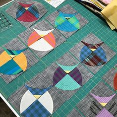 Owl quilt blocks are a good way to practice sewing curves. Try this with Charlie Harper birds or fat crows for Halloween. Owl Quilts, Bird Quilt, Animal Quilts, Baby Quilts, Circle Quilts, Mini Quilts, Quilt Blocks, Baby Quilt Patterns, Modern Quilt Patterns