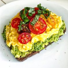 @ Shehealth Classic Avocado Toast with Creamy Kale Cashew . @ Shehealth Classic Avocado Toast with Creamy Kale Cashew Pes – AES: FOOD - Healthy Meal Prep, Healthy Breakfast Recipes, Healthy Snacks, Healthy Eating, Healthy Recipes, Breakfast Options, Detox Recipes, Healthy Drinks, Healthy Carbs