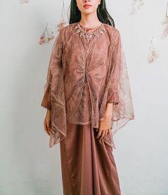 Kebaya Modern Hijab, Dress Brokat Modern, Model Kebaya Modern, Kebaya Muslim, Kebaya Lace, Kebaya Dress, Hijab Dress Party, Hijab Style Dress, Batik Fashion