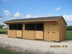 Deer Creek Structures provides Portable, custom built Shed Row Horse Barns for sale in 10 and 12 foot widths with a wide range of options available. Barn Stalls, Horse Stalls, Stables, Horse Shed, Horse Barn Plans, Horse Run In Shelter, Simple Horse Barns, Barn Layout, Horse Barn Designs