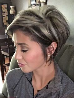Pixie cut with platinum blonde highlights. Pixie cut w. - Pixie cut with platinum blonde highlights. Pixie cut with platinum blonde - Short Pixie Haircuts, Short Hairstyles For Women, Messy Short Hairstyles, Easy Hairstyles, Modern Hairstyles, Trending Hairstyles, Short Hair Cuts For Women Pixie, Graduated Bob Haircuts, Short Choppy Haircuts