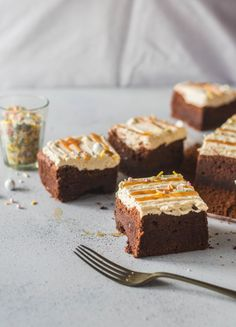 A moist yet fudgy chocolate cake is topped with silky smooth and fluffy salted caramel buttercream, drizzled with salted caramel sauce and topped with sprinkles. Chocolate Caramel Cake, Chocolate Chocolate, Sweet Recipes, Cake Recipes, Biscuits, Caramel Buttercream, Novelty Cakes, Cake Tins, Mini Desserts