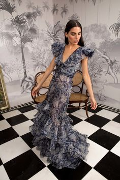The complete Johanna Ortiz Fall 2018 Ready-to-Wear fashion show now on Vogue Runway. Dress Dior, Dress Up, Couture Mode, Couture Fashion, Beautiful Dresses, Nice Dresses, Summer Dresses, Winter Dresses, Belle Silhouette