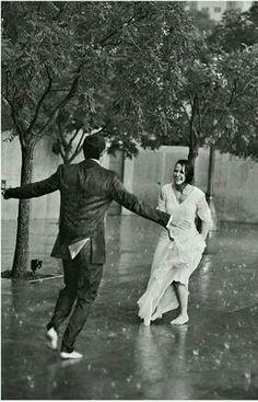 """تعال نبتكر طريقه جديده ... نكسر فيها هذا الفتور ... كٲن لااقول لك هذه الليله (( ... )) وانت في المقابل ((لاتناديني .... )) لنجرب طريقه اخري ... تعيد للقلب نشوته وارتجافه ... ٳدعوني مثلا"""" للرقص علي انغام صاخبه تحت المطر ! دعني ارقص معك الي ان ادوخ واقع ف يرتطم رٲسي ... واصحو من غفلتي ... وانام ويادار مادخلك شر ツ"""